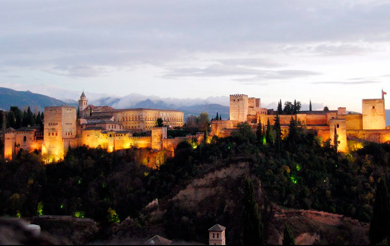 La Alhambra iluminada Granada